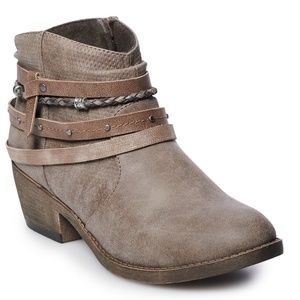 New SO Women's Stone Colored Ankle Booties